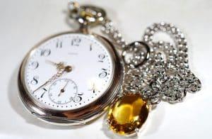 Estimar el valor de un reloj de bolsillo