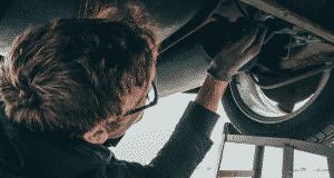 Pourquoi une voiture tremble lors de l'accélération