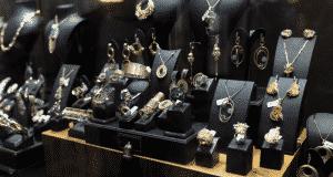 Quels avantages à miser sur des bijoux personnalisés
